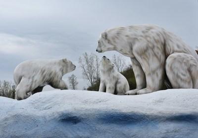 Polar Bear Family at Polar Splash (CNW Group/Marineland)