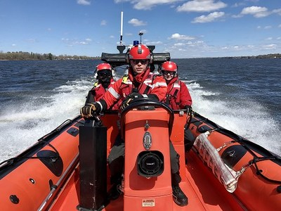 Inshore Rescue Boat stations in Ontario are located on the Great Lakes, Georgian Bay, and the St. Lawrence River, and emergencies can be reported at 1-800-267-7270 or via marine VHF radio - channel 16. (CNW Group/Fisheries and Oceans Central & Arctic Region)
