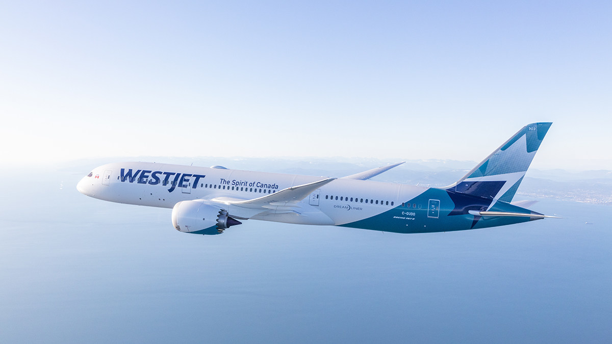WestJet Boeing 787-9 Dreamliner photographed on March 5, 2018 by Chad Slattery from Wolfe Air Learjet 25. (CNW Group/WESTJET, an Alberta Partnership)