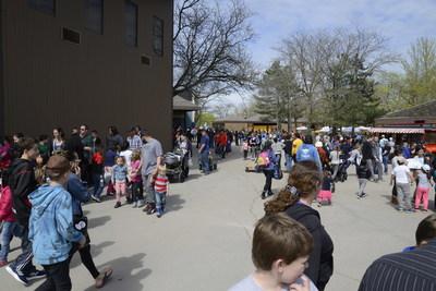 Guests Enjoying Opening Day at Marineland. (CNW Group/Marineland)