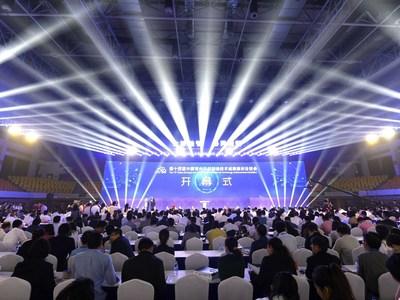 La cérémonie d?ouverture de la 14e Exposition de Chine (Changzhou) sur les réalisations en matière de technologies de fabrication de pointe, dans la ville de Changzhou, le 18 mai. (PRNewsfoto/Jiangsu Provincial People's Gov)
