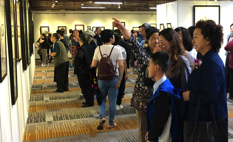 Dr. Yuhua Shouzhi Wang Art Exhibition at the Shanghai Exhibition Center visited by an overwhelming number of people.