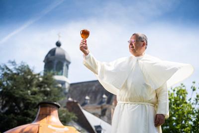 古书激发神父在新的修道院小啤酒厂为格林堡啤酒实现酿酒复兴