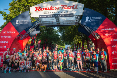 St. Jude Heroes gather at the start line of the 2018 St. Jude Rock 'n' Roll Seattle Marathon & ½ Marathon to celebrate raising more than $185,000 for the hospital.