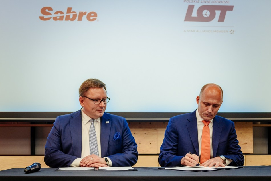 Rafał Milczarski (left), CEO of Polish carrier LOT, and Sean Menke, president and CEO of Sabre, met in a signing ceremony in Poland announcing the companies' renewed partnership.