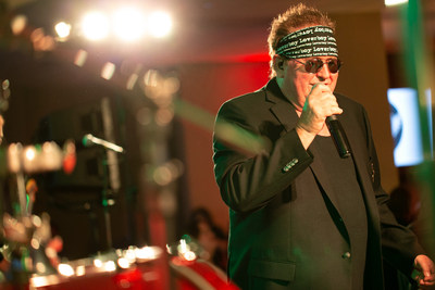 Mike Reno, lead singer of Loverboy, performing at the 2019 ARThritis Soirée. Photo Credit: Sombilon Studios (CNW Group/Arthritis Research Canada)