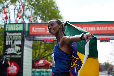 Tigist Girma from Ethiopia wins the Scotiabank Ottawa Marathon. Credit: Run Ottawa (CNW Group/Scotiabank)