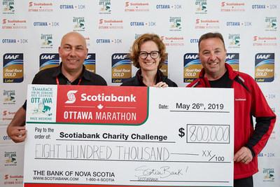 Le 45e Marathon d'Ottawa Banque Scotia de 2019 a été une réussite! Plus de 32 000 athlètes y ont participé et ont amassé près de 800 000 $ pour 70 organismes caritatifs locaux, dans le cadre du Défi caritatif Banque Scotia. Photographe : Courez Ottawa (Groupe CNW/Scotiabank)