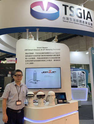 Jorjin Chairman Tom Liang showcases a variety of new smart glasses at Computex 2019