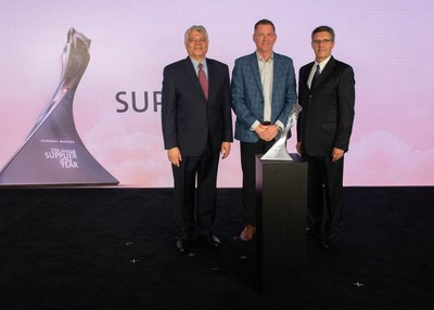 Accepting the GM Supplier of the Year Award on behalf of Day & Ross is Shawn McMahon, President, Dedicated & E-Commerce. (CNW Group/Day & Ross Inc.)