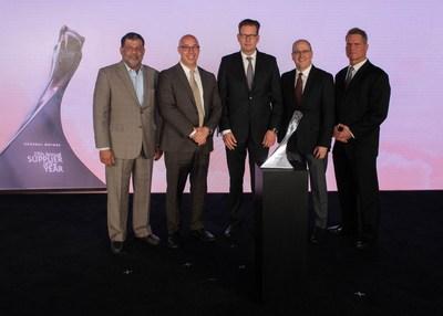 HELLA recibió su premio al Proveedor del Año de GM en una ceremonia celebrada el 15 de mayo en Detroit (PRNewsfoto/HELLA)