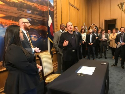 Medicine Man Technologies Attends Governor Jared Polis Signing of HB19-1090 into Law