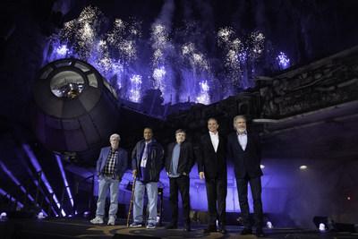 The Walt Disney Company celebró la histórica dedicación de Star Wars: Galaxy's Edge esta noche con una espectacular ceremonia en Disneyland Park. (PRNewsfoto/Disney Parks, Experiences and P)