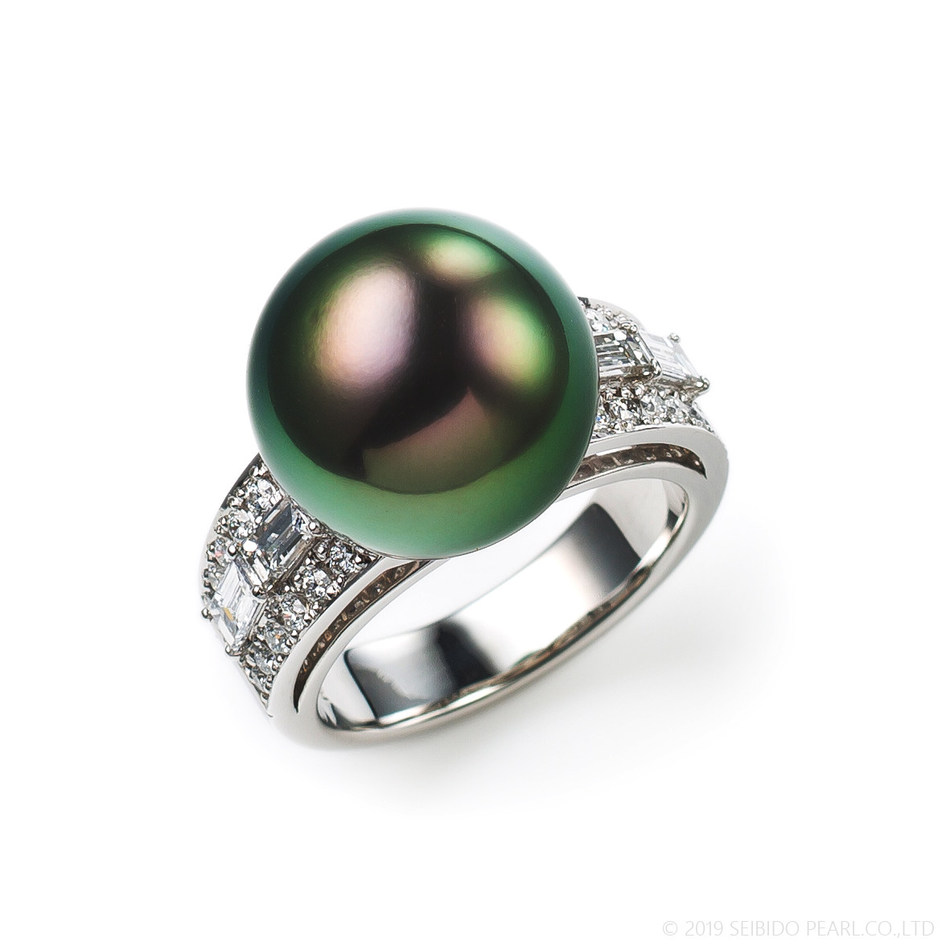 Platinum ring with a 13mm Tahitian pearl and 91 points of diamonds by Seibido Pearl