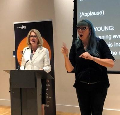 Kate Young, secrétaire parlementaire de la ministre des Services publics et de l'Approvisionnement et de l'Accessibilité, l'honorable Carla Qualtrough, au festival du film ReelAbilities. (Groupe CNW/Emploi et Développement social Canada)