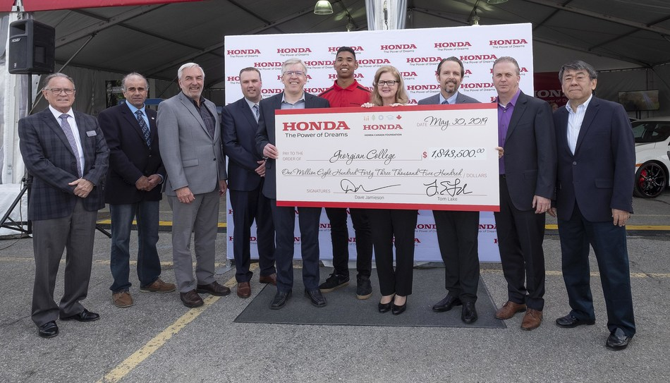 Honda of Canada Mfg. and the Honda Canada Foundation announced a $1.8 million donation in cash and in-kind to Georgian College on May 30. MaryLynn West-Moynes, President and CEO, Georgian College and Tom Lake (pictured two left of West-Moynes), Executive Vice President, Honda of Canada Mfg. and Vice Chair, Honda Canada Foundation, were joined by representatives from the Honda Canada Foundation, Georgian College Board of Governors, County of Simcoe and City of Barrie. (CNW Group/Honda Canada Inc.)