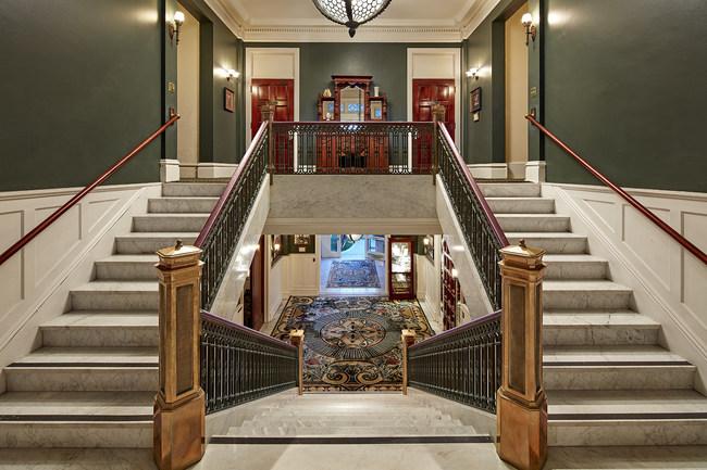 Iconic Glorietta Bay Inn across the Hotel del Coronado