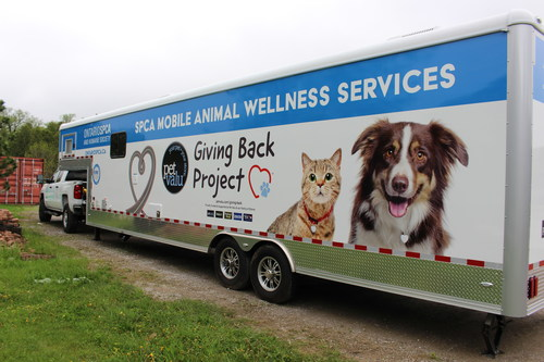 The Pet Valu family of stores is encouraging animal rescues across Canada to apply for grants to cover the cost of mobile wellness clinics and rescue transportation vehicles like this one, which was one of two donated mobile wellness vehicles unveiled in Niagara, Ont. today. (CNW Group/Pet Valu Inc.)