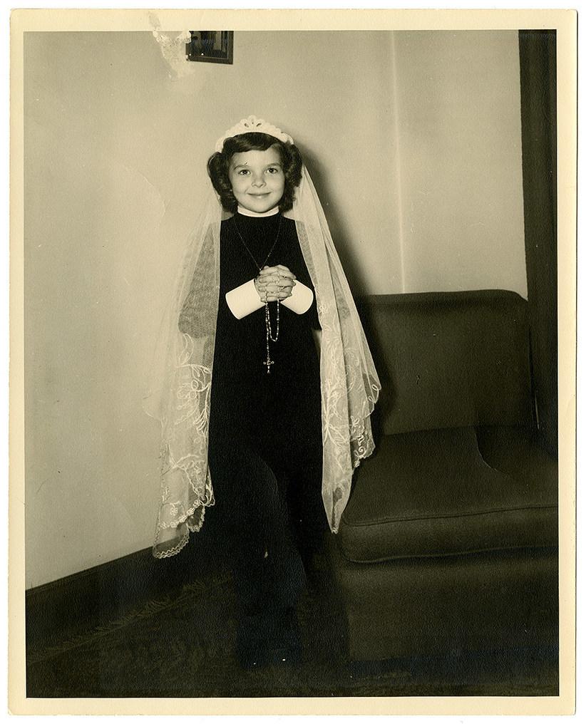Lise Watier vers 1948. BAnQ Vieux-Montréal, Fonds Lise Watier. Photographe inconnu. (Groupe CNW/Bibliothèque et Archives nationales du Québec)