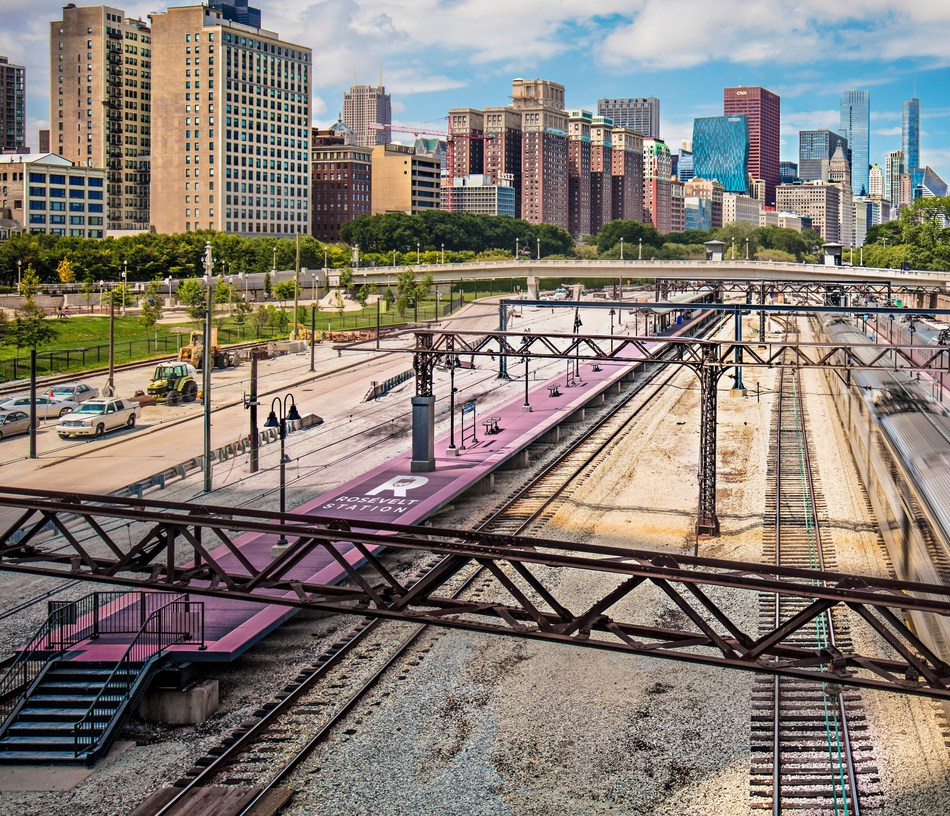 Roosevelt Station, Chicago, Ill.: Get ready to rosé all the way to your Lake Michigan party