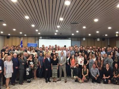 Le ministre Jean Boulet en compagnie des participants de la 20e édition des Journées Québec à Paris. (Groupe CNW/Cabinet du ministre du Travail, de l'Emploi et de la Solidarité sociale)