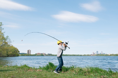 More people than ever will have easy opportunities to experience fishing this year as part of National Fishing and Boating Week (NFBW), taking place Saturday, June 1, through Sunday, June 9. Take Me Fishing™, an initiative of the Recreational Boating & Fishing Foundation (RBFF), is bringing the excitement of the sport across the nation with Off the Hook, a free pop-up fishing experience putting rods and reels in the hands of people everywhere.