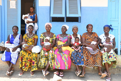 Mothers waiting with their newborn babies at the maternity health center in the village of Nassian, in the North East of Côte d'Ivoire. © UNICEF/UN061672/Dejongh (CNW Group/UNICEF Canada)