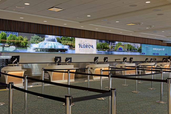 A total of 700 LG 55-inch ultra-thin-bezel videowall screens were installed at the airport to create a continuous 1,561-foot digital display wall behind airline counters.