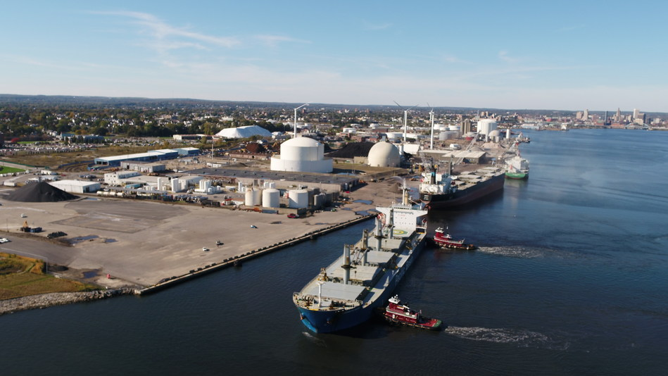 LOGISTEC and Waterson Terminal Services join forces to support ProvPort (CNW Group/Logistec Corporation - Communications)