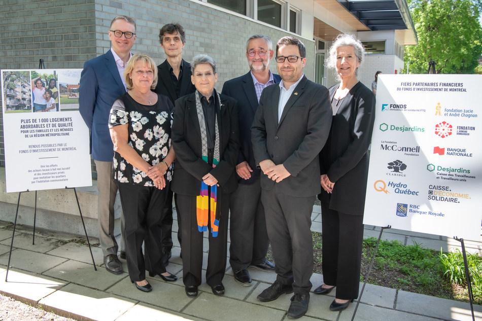 Phyllis Lambert, président et fondateur du FIM, souligne le 1000e logement communautaire à Montréal de l'organisme, en présence de ses partenaires. (Photo : Jean-Sébastien Cossette) (Groupe CNW/Bâtir son quartier)