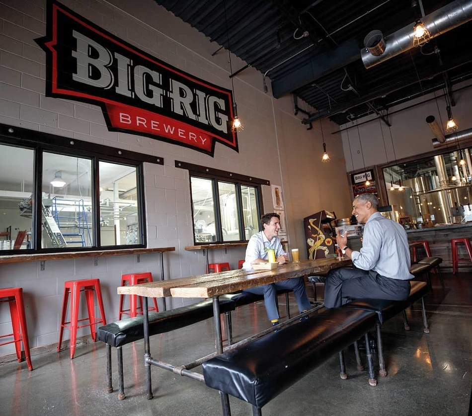 Obama, Trudeau share a pint at Big Rig Brewery. (CNW Group/Foodtastic)