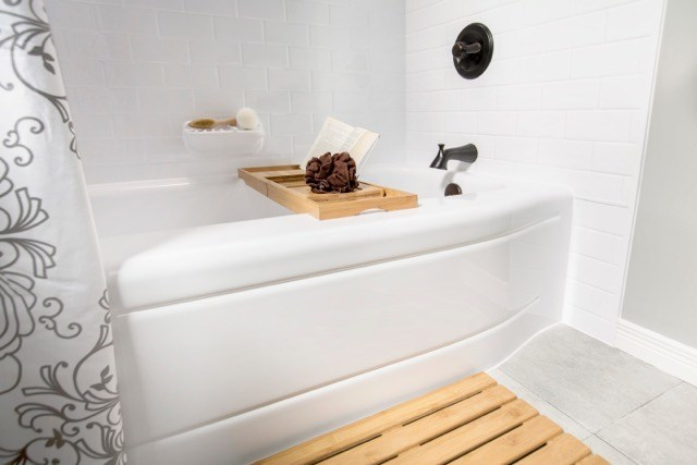 North Americans state that taking a bath is a great way to relieve stress and pain, and help the body prepare for a good night's sleep. Half of North Americans take a bath at least once per week, and over half (53 per cent) wish they took more baths than they currently do. (CNW Group/Bath Fitter)