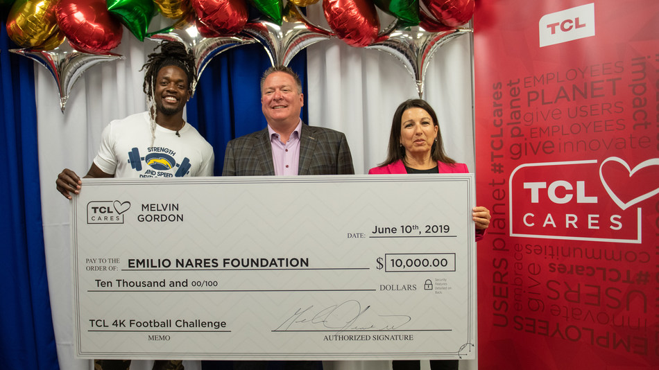 TCL North America and Pro Football Star Melvin Gordon Treat CHOC to a Memorable Monday in Support of the Emilio Nares Foundation