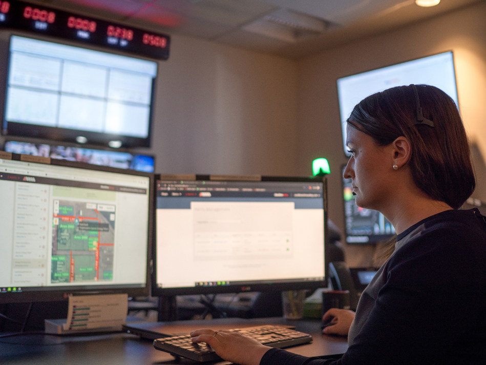 Blackline Safety provides an in-house 24/7 Safety Operations Center to support live monitoring and emergency response dispatch (CNW Group/Blackline Safety Corp.)