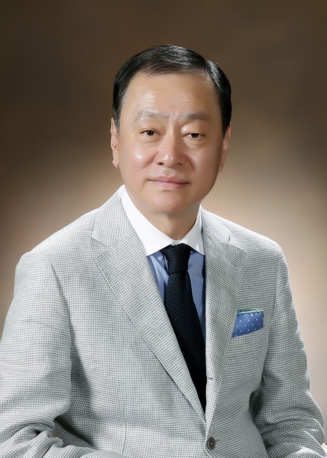 """""""My research team have harnessed the power of nature to develop our product range, supporting our claims with in-depth scientific research,"""" explains Yun Jeong-man, CEO of KIPPO Science."""