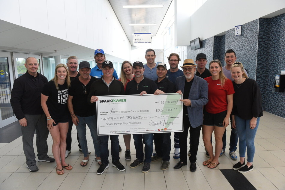 Spark Power presents a $25,000 cheque for Prostate Cancer Canada at the 6th annual Spark Power Play Challenge. (CNW Group/Spark Power Group Inc.)