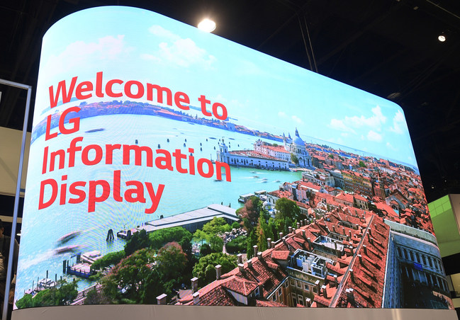LG Business Solutions' new LAPE series uses a specially designed flexible LED display module that supports true concave and convex curvature up to 1000R for virtually limitless design flexibility.