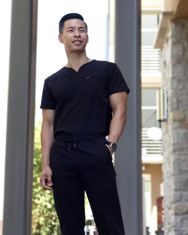 Traditional and radical, simultaneously. We took this slim fit scrub top outside of the box by adding a touch of our Black Finch flair. It's a v-neck scrub top with a tailored fit, uniquely designed to be stretchy and wrinkle resistant. With the comfort and versatility of our Streamline top, you won't mind being in scrubs almost everyday! Available in black and gray.