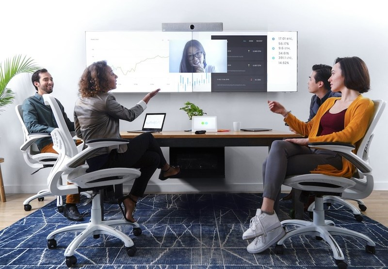 Mezzanine 200 Series from Oblong brings multi-share to most every meeting room.