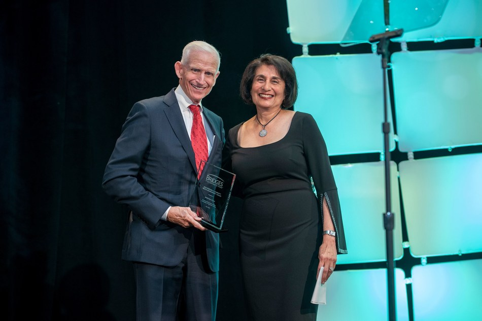 Rohini Anand, Sodexo Global Chief Diversity Officer and SVP Corporate Responsibility North America receiving the award from Richard Marriott, Chairman, Marriott Foundation Board of Trustees & Chairman of the Board, Host Hotels & Resorts