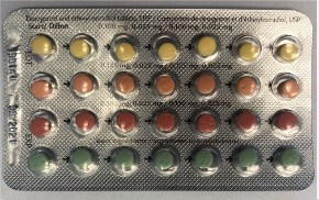 """Linessa 28 blister pack (the last row of green pills are """"reminder"""" pills that do not contain any hormones) (CNW Group/Health Canada)"""