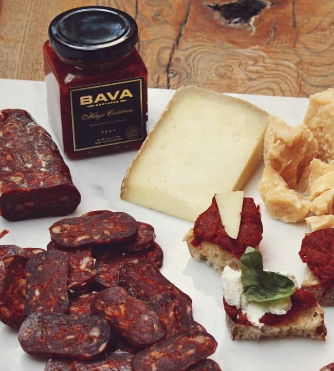 Sopressata product image and sliced. Ndjua packaging image.