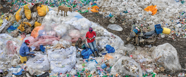 Dandora landfill#3 plastics recycling, Nairobi Kenya 2016. Photo by Edward Burtynsky, courtesy Nicholas Metivier Gallery, Toronto (CNW Group/Royal Canadian Geographical Society)