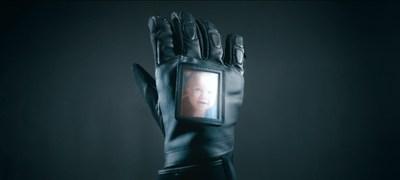 Le « Gant du Coeur » : campagne de sensibilisation pour les motocyclistes du Québec (Groupe CNW/Fédération motocycliste du Québec)