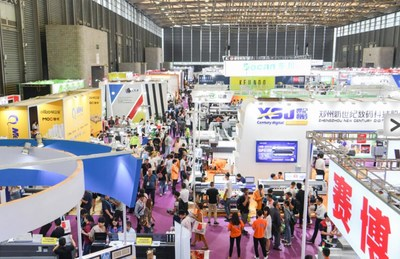 SIGN CHINA exhibitors and visitors in Hall W4 (PRNewsfoto/UBM Trust)