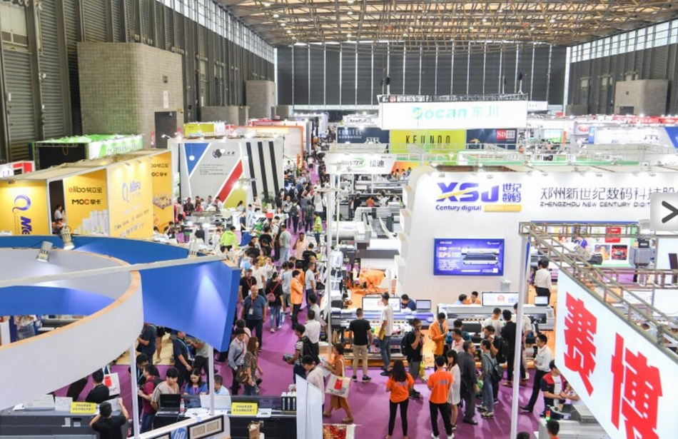SIGN CHINA exhibitors and visitors in Hall W4 (PRNewsfoto/UBM Trust)