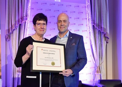 Dana Dean, APR, FCPRS LM (left) presents the 2019 CPRS Shield of Public Service to Cam McAlpine, APR (right). (CNW Group/Canadian Public Relations Society)
