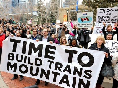 Supporters of the TransMountain Pipeline rally in Calgary (CNW Group/Canada Action Coalition)