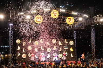 2019 Lotus Lantern Festival wishing for peace held successfully with more than 400,000 people participating