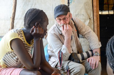 Game of Thrones actor Liam Cunningham speaks to a girl who was forced from her home by conflict during a visit to South Sudan in 2018. (CNW Group/World Vision Canada)